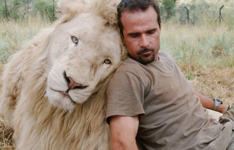 kevin Richardson with Aslan