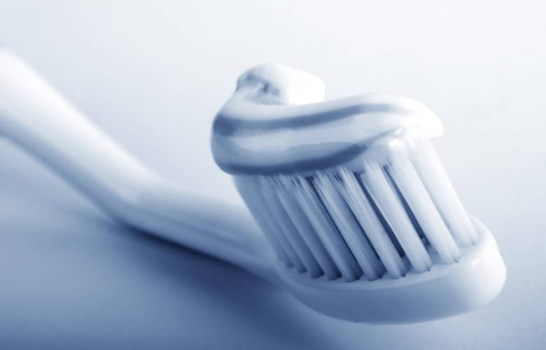 Βρετανός νευροεπιστήμονας προτείνει να βουρτσίζουμε τα δόντια μας...στα σκοτεινά!