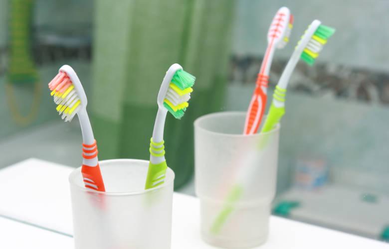 Οδοντόβουρτσα στο μπάνιο