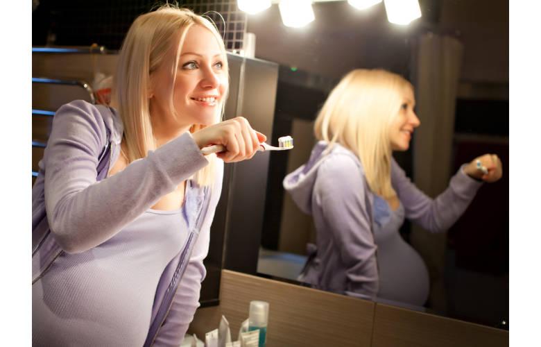 3 πολύτιμες οδοντιατρικές συμβουλές για την μέλλουσα μαμά!