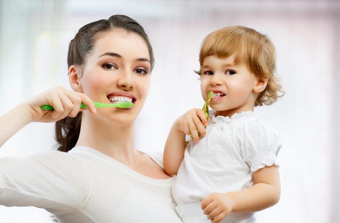 Πώς να βουρτσίσετε τα δόντια του παιδιού σας σε 30''! (ΒΙΝΤΕΟ)