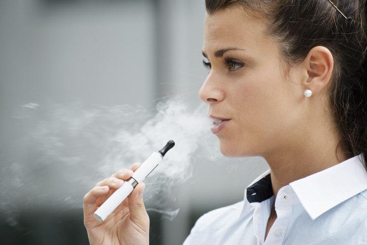 Το ηλεκτρονικό τσιγάρο βλάπτει την υγεία του στόματος