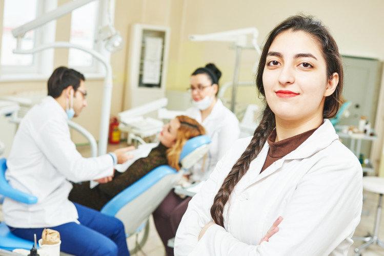 10 ψέμματα που λένε οι οδοντίατροι στους εαυτούς τους για τους νέους ασθενείς!