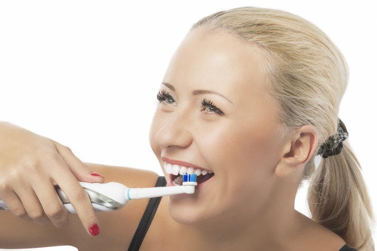 Νέα οδοντόβουρτσα βάζει τέλος στο οδοντικό νήμα!