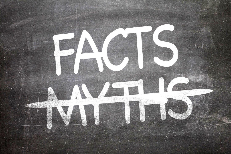 Εσείς ακόμη πιστεύετε σε μύθους; 6 αλήθειες για τα δόντια!