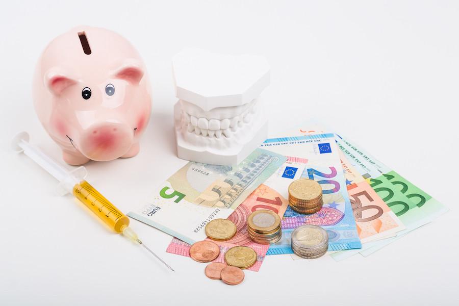 8 τρόποι για να μειώσετε τα έξοδα στο οδοντιατρείο!